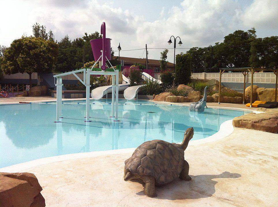 Animales y toboganes piscina quart de poblet